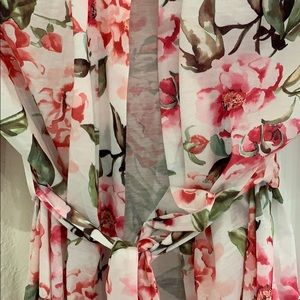 NWOT Show me your mumu floral robe